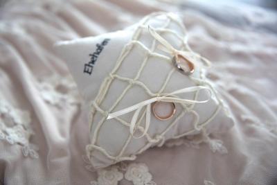Ringkissen mit Netz und Ehehafen